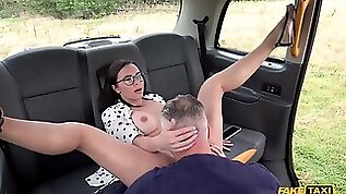 Kinky taxi driver eating and fucking brunette in his car