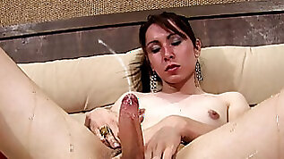 Wicked t babe glues her hand to big cock with honey and cums