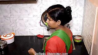 Building maid mobile mein movie Dekh kar... by DsRinki