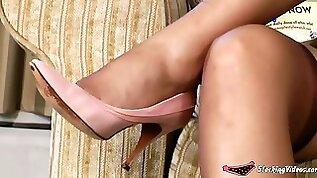Under the milfs skirt