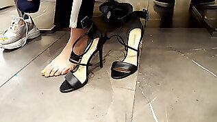 Filming big long feets toes shoe shopping