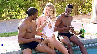 Natalia Starr enjoys threesome