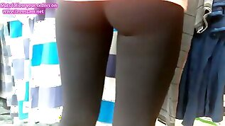 YOUNG GIRL in TIGHT SPANDEX HIDDEN CAM
