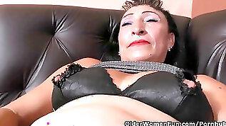 Latina mummy Karina strips her nylons and works her honeypot