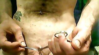 Pubic piercing Piercing au pubis