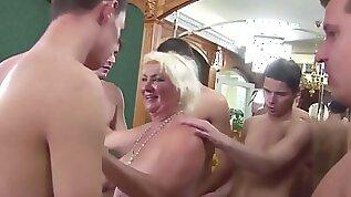 Granny Rims junior Studs to Cum