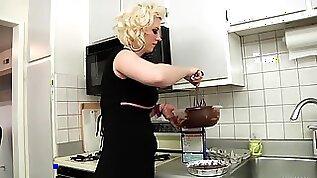 She Cooks Him But Gets Huge Cock For Dinner