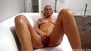 Blond With Nice Cunt At The Casting Milf porn Video