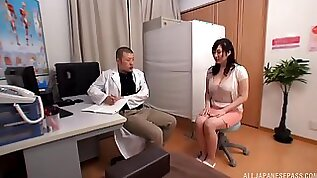 Trimmed cunt Japanese babe in stockings gets finger fucked by a horny doctor. HD