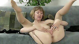 mature slut stripping down and masturbate